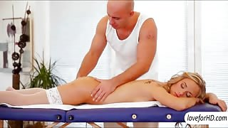 Vinna Reed sensual massage turned into an intimate sex