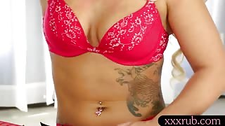Hot masseuse Cali Carter BJ and drinks warm cumload