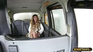 Hot chick gains cash and gets creampie from a taxi driver