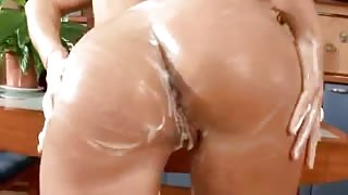 Solnce sex a huge girl in a kitchen