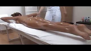 Model Gets Rub Down & Pussy Licks With Her Therapist