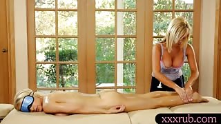 Busty masseuse Tasha Reign lesbosex with her sexy client