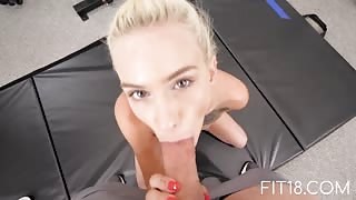 Kiara Cole skinny girl blowjob