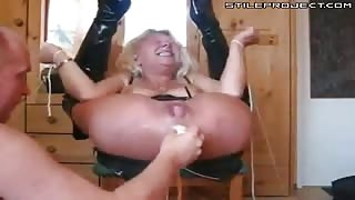this chick makes the weidest sex noises while being fisted