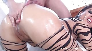 Juicy plump ass of hot babe Jynx Maze hardly fucked