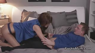 Milf gets pussy creampie after sex