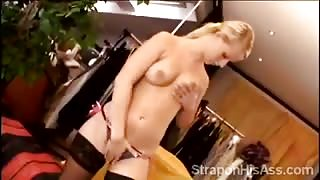 Lilith spreads her hot legs to warms her sweet pussy