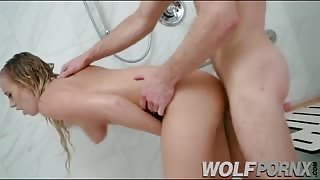 I watch my sister when she bathes, it is so exciting that I decide to show her my big cock