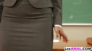 Teacher Dana fills Samantha asshole with dildo