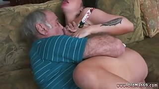 Blowjob outside bar first time Frannkie's a swift learner!