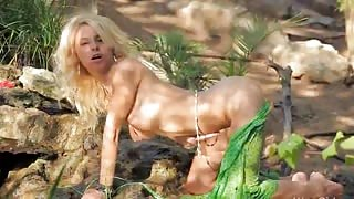 Amazing wow girl masturbate in a forest