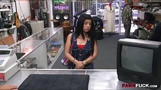 Hot Cuban chick sells her TV and fucked at the pawnshop