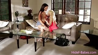 Ebony babe Adrian and blonde chick Elsa in a passionate lesbian play