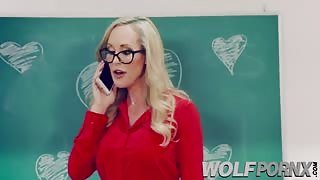 Horny MILF Brandi Love  seduces me when I notice I have a big cock