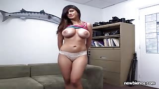 Sexy Mia Khalifa Visits Her Boyfriend To Give Him A Sexy Show
