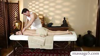 Sexy client gets her pussy fucked and jizzed by masseur