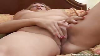 Shapely Slut Pleasures Fine Vagina