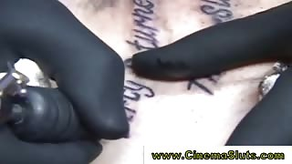 Real babe gets tattooed