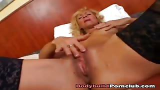 Hot mature leaves muscle man to hard fuck her cramped pussy