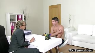 Handsome amateur dude fucks female agent